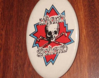 Lynyrd Skynyrd Original Pin Skull Crossbones Southern Rock Oval Pinback Button