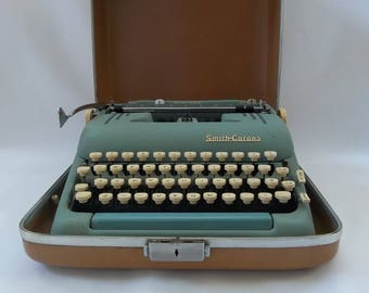 1950's Working Smith Corona Silent Super Seafoam Green Manual Portable Typewriter with Tan Case, Portable Typewriter