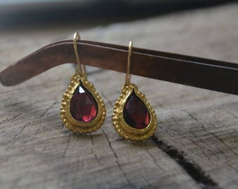 Gold Garnet earrings, Garnet teardrop earrings, red gemstone earrings, antique earrings, gold dangle earrings, January birthstone earrings