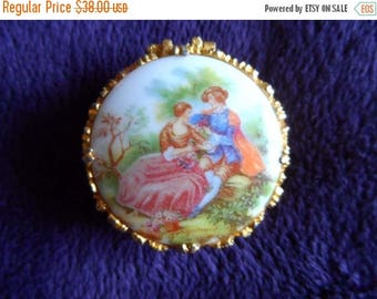 40% OFF Vintage 1960's Pill Box* GRAGONARD Painting of Lovers On Bench . Hinged . Gold Tone Metal . EXQUISITE!