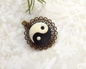 Black and Ivory Ying And Yang Alligator Hair Clip