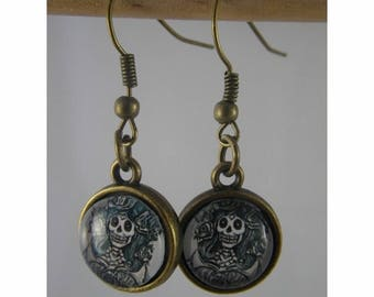 Boucles050 - Skull cabochon and bronze studs earrings