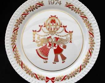 Spode Christmas Plate 1974  Christmas Gift.