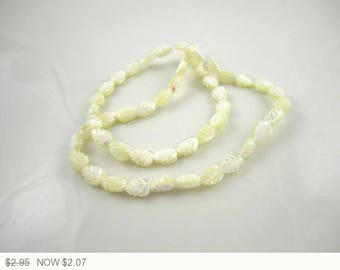 ON SALE Cream Leaf Mother of Pearl Beads Bleached Mother of Pearl Leaves Bead Cream Mother of Pearl Cream Beads 8x6mm (6 pcs) 6V21