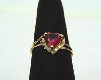 Womens Vintage Estate 10k Yellow Gold Ring w/ Garnet ? Stone 2.3g E3243