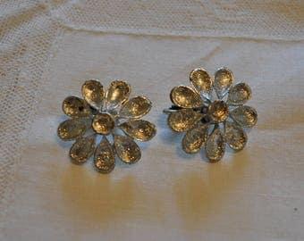 Vintage Daisy Clip On Earrings, Retro Earrings, Costume Jewelry