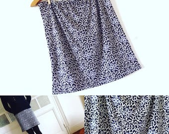 Skirt fabric stretchy black, white blue Baroque pattern size elastiquee Jersey