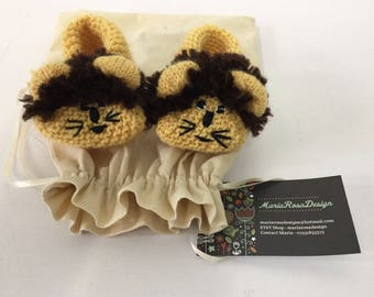 Hand knitted retro Lion baby kids childs slippers/booties