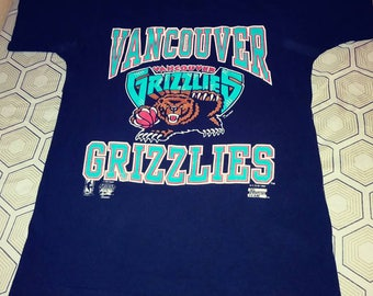 "1994 Vancouver Grizzlies Medium t-shirt 44"" chest 28 "" long read description"