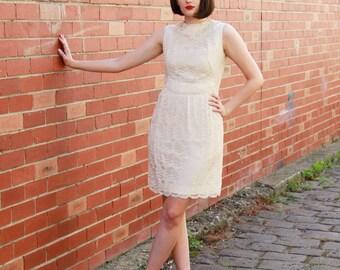Vintage 1960s Ivory Lace Dress / 60s Mod Lace Dress / Cream Scalloped Lace Dress / 1960s Ivory Dress / S/M