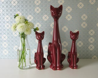 Three Vintage Red Ceramic Cat Figurines Mother and Two Kitten 17172