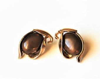 Brown and Gold Clip on earrings, Crown Trifari Lucite earrings, Vintage Brown earrings