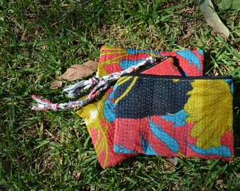 Vintage KANTHA POUCHES travel cosmetics toiletries / small Indian cotton PURSE with tassel / matching set of 3