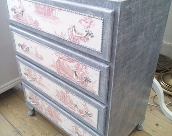 Pretty Chest of Drawers in French Style.