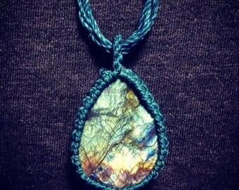 Raw Labradorite macrame necklace, Raw labradoite, Rough labradorite crystal, Macrame jewelry, Labradorite jewelry, Micromacrame,Boho jewelry