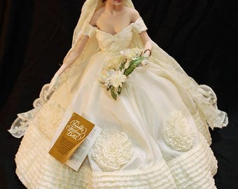 Jackie kennedy doll etsy franklin mint jackie kennedy bride doll in original box junglespirit Image collections