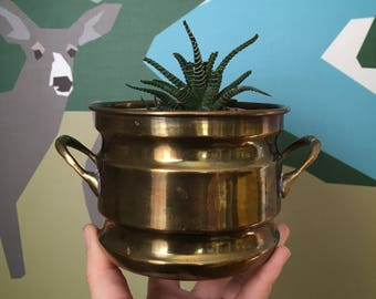 FREE SHIPPING CANADA -- Vintage Brass Plant Pot with Handles