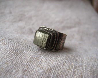 Pyrite Cube Ring, Gold Pyrite Ring, Raw Pyrite Crystal Ring, Crystal Jewelry, Pyrite Jewelry, Raw Stone Ring, Hand Forged Ring