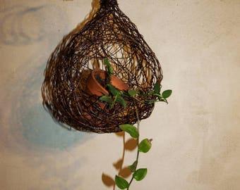 Hanging planter, wire