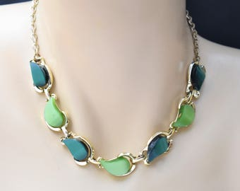 """Vintage Boho Green Moonglow Lucite Thermoset Choker Necklace Retro Mod Costume Jewelry 15"""""""