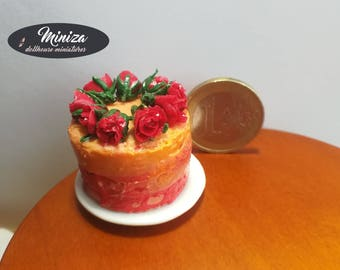 Miniature cake with roses, 1:12 scale