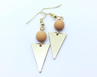 Collection En Duo / Minimalist Bead Triangle Plate Hook Earrings ( Mustard and Rose Gold ) / Geometric Geometrique Boucles d'Oreille Dorées