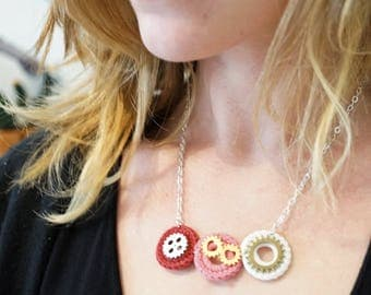 Necklace big gears, crochet and cotton backing