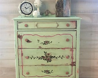 Four Drawer Victorian Style Chest of Drawers/Dresser