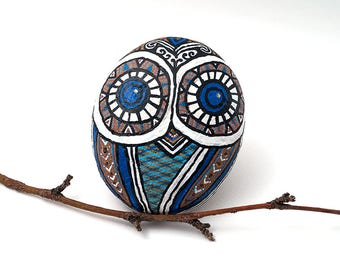 Owl Stone | Painted Owl Rock | Stone Art Owl | Owl Rock Art | Blue Owl Decoration | Blue Owl | Circle Pattern on the back in Black and Gold