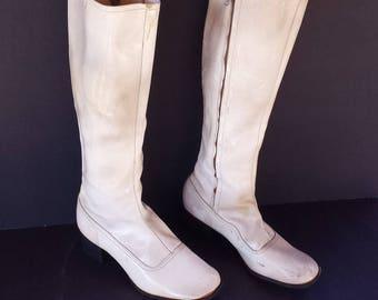 Vintage 1960s White Gogo Boots