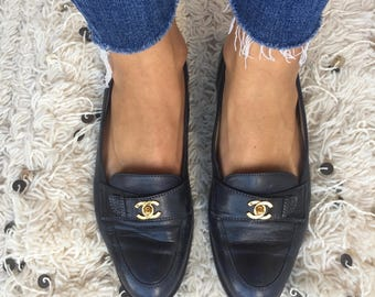 Vintage CHANEL CC Logo Turnlock Navy Loafers Flats Driving Shoes Smoking Slippers Ballet Flat  39.5 us 8.5 - 9
