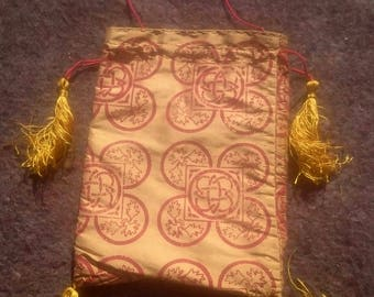 Medieval reenactment: handsewn purse of natural silk with hand stamped pattern, golden yellow with red pattern 14th century 15th century