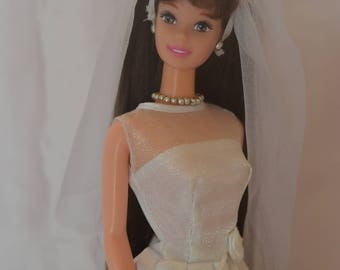 Barbie's Elegant Wedding Dress
