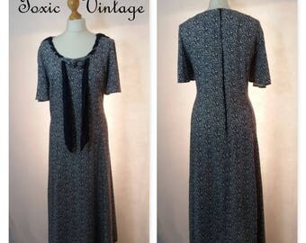 VINTAGE 1980's 1990's Navy Ditsy Floral Sun Dress, Size 14-16, Summer, Kitsch, Preppy, Cute, Festival, Batwing