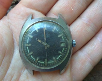 Mechanical vintage mens wristwatch POLJOT 17 jewels Made in USSR CCCP
