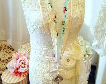 Romantic Lace Necklace - Diana