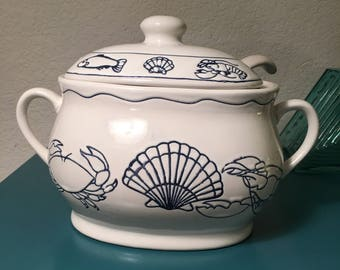 Vintage blue and white soup tureen shells and crab