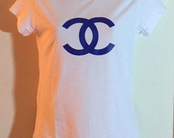 Chanel White Fitted T Shirt Top with Blue Logo Size Large