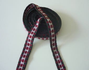 Galon cards, fine wool, sold to 4 inch length. 0,79 inch wide.