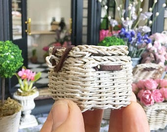 Miniature weathered wicker basket - natural rustic french - Dollhouse - Diorama - Roombox - 1:12 scale
