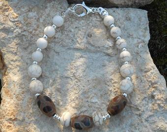 "Howlite, agate ""Dzi"" beads and Tibetan agate Beads Bracelet"