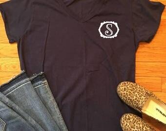 Women's Single Initial Framed Monogram T Shirt // Women's monogram shirt, Girly monogram t shirt, Ladies monogram tee, Single monogram
