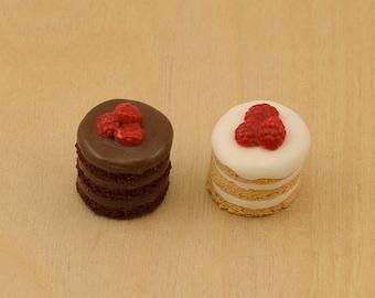 Miniature Cake - Vanilla & Chocolate Sponge, Miniature food, Dollhouse Cake, Dollhouse food, Doll food, 1:12 scale