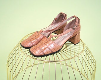 SO SPECIAL! Gorgeous vintage Enzo Angiolini camel crocodile style leather blockheels SIZE 7.5