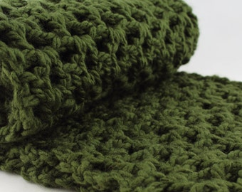 Chunky Scarf, Oversized Scarf, Infinity Scarf, Forrest Green Scarf, Dark Green Crochet, Gift for Her, Women's, Winter fashion, Ultra Soft
