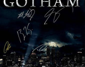 Script screenplay  Gotham   Cast Signed Cover ( printed not hand signed) Plus free gift