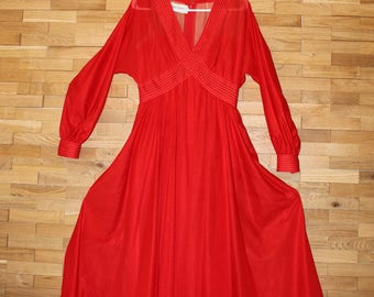 Bewitching Jerry Silverman red flowing dress.