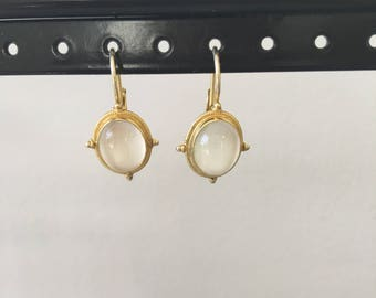 Moonstone and vermeil earring