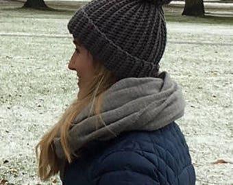 Women's grey bobble hat (size small)