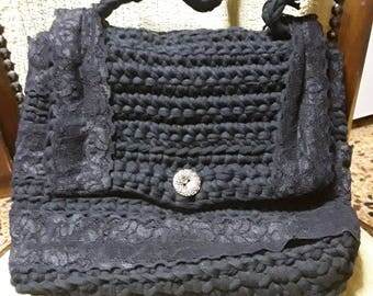 Woolen bag with lace